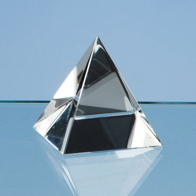 5CM OPTICAL CRYSTAL GLASS 4 SIDED PYRAMID PAPERWEIGHT.