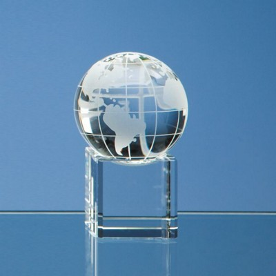 5CM OPTICAL GLASS GLOBE PAPERWEIGHT ON CLEAR TRANSPARENT BASE.
