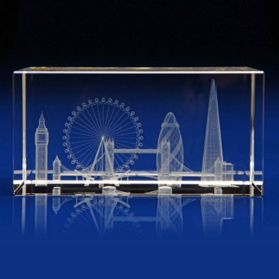 CRYSTAL GLASS LONDON SKYLINE PAPERWEIGHT OR AWARD.