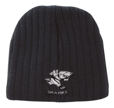 CABLE KNIT BEANIE HAT.