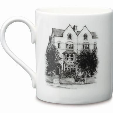 BALMORAL BONE CHINA MUG in White.