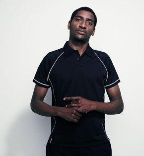 FINDEN & HALES PERFORMANCE PIPED POLO SHIRT.