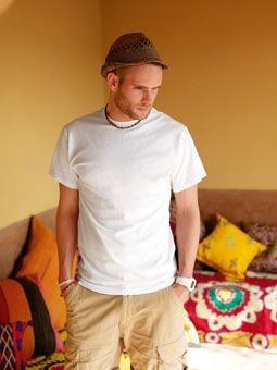 FRUIT OF THE LOOM HEAVY COTTON TEE SHIRT.