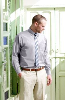 FRUIT OF THE LOOM LONG SLEEVE OXFORD SHIRT.