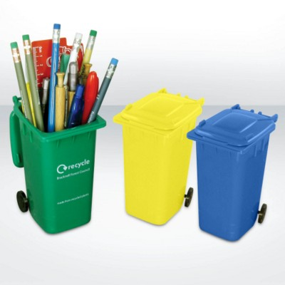 GREEN & GOOD RECYCLED PLASTIC WHEELIE BIN PEN POT.