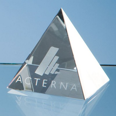 OPTICAL CRYSTAL GLASS 4 SIDED PYRAMID PAPERWEIGHT.