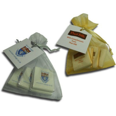Picture of 4 NEAPOLITAN CHOCOLATE in Gold or Silver Organza Bag