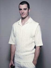 Picture of FINDEN & HALES SLEEVELESS CRICKET SWEATER