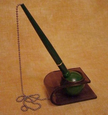 Picture of VERSI DESK STAND PEN in Green