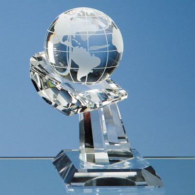 Picture of 6CM OPTICAL CRYSTAL GLOBE ON MOUNTED HAND AWARD