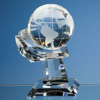 Picture of 10CM OPTICAL CRYSTAL GLOBE ON MOUNTED HAND AWARD